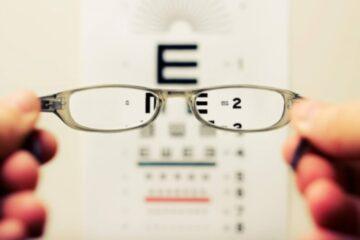 Akių patikra optikoje